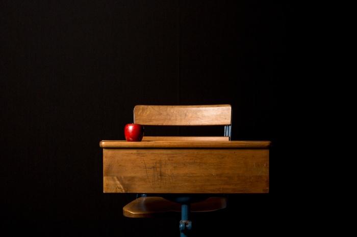 desk_apple_teacher
